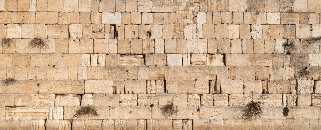Üzenetek a Fal apró hasadékaiban